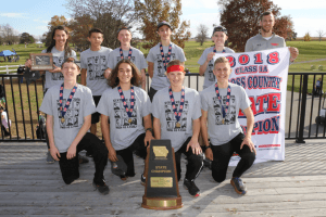2018 IA XC State Champions posing for a photo