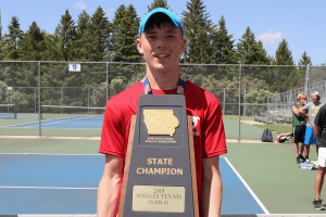 2019 State Champion Singles Tennis posing for a picture