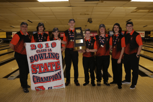 2019 Class 1A Bowling Team Champs posing for a photo